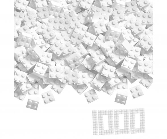 Blox 1000 white 4 pin Bricks Loose