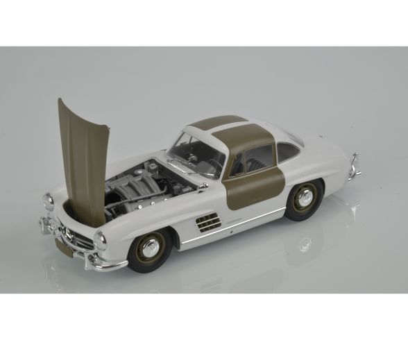 1:24 Mercedes Benz SL300 Gullwing