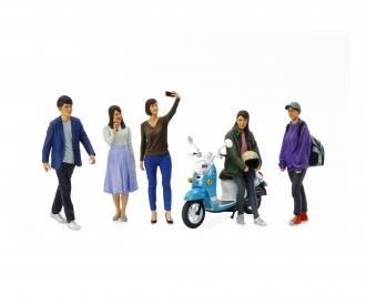 1:24 Fig.-Set Campus Friends II