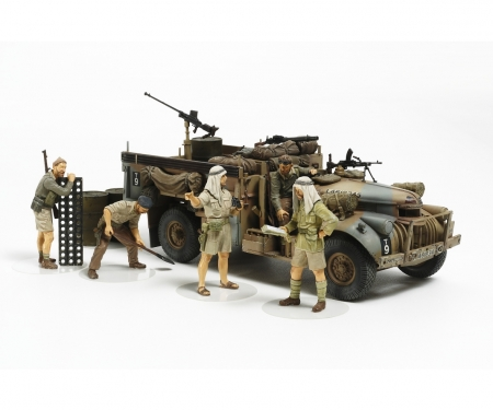 1:35 Brit. LRDG Command Car w/ 7 Figures