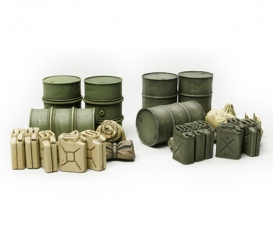 1:48 Diorama-Set Jerry Can&Barral
