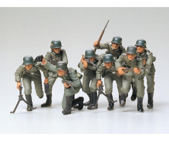 1:35 WWII Fig.-Set Ger. Assault Tro. (8)