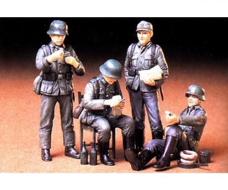 1:35 WWII Fig.-Set Dt.Soldaten i.Ruhe(4)