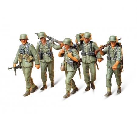 1:35 WWII Fig.-Set MG-Crew Maneuver (5)