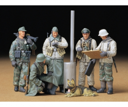 1:35 WWII Fig-Set G. Sol.Field Brief.(5)