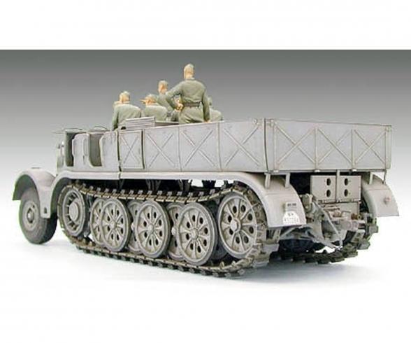 1:35 WWII SdKfz.9 Famo 18to Halftrack(8)