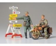 1:35 Diorama-Set Motorcycle Orderly (2)