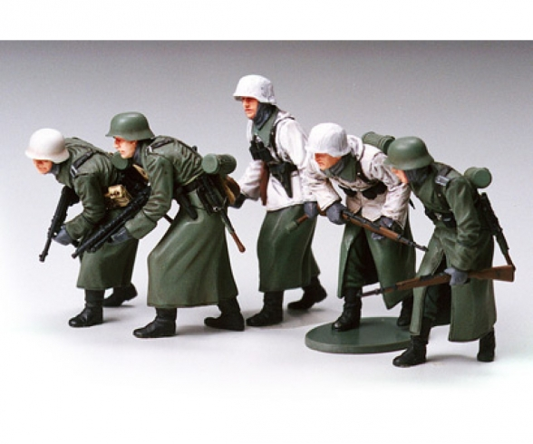 1:35 WWII Fig-Set Ger.Infant. Winter (5)
