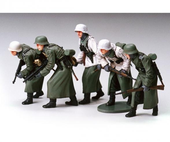 1:35 WWII Fig-Set Ger.Infant. Winter (5)