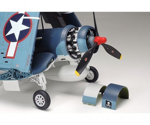 1:32 US VOUGHT F4U-1A Corsair