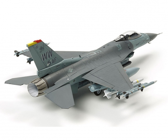 1:72 F-16CJ Fighting Falcon m. Zurüstteilen