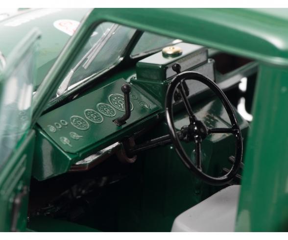 Mercedes-Benz Unimog 401, green, 1:18