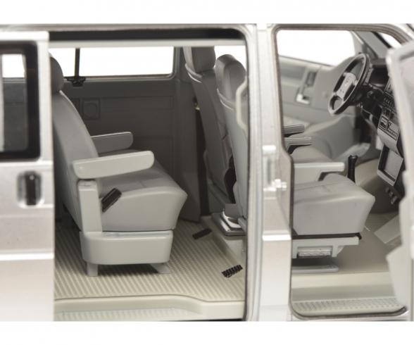 VW T4b Caravelle, silver, 1:18