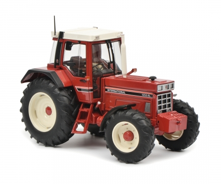 "Set ""Tractor legends"" 1:32 in wooden gift case"