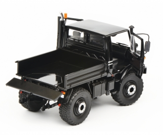 Mercedes-Benz Unimog U1600, black, 1:32