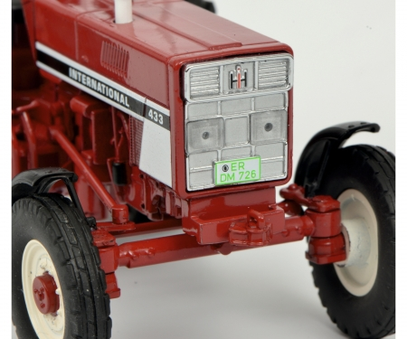 International 433 with safety bar, red 1:32