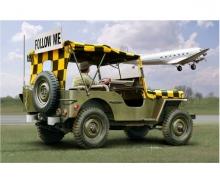 "1:35 Willys Jeep ""Follow me"" Model Set"